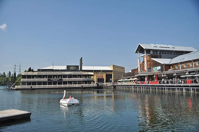 lakeside_shopping_centre
