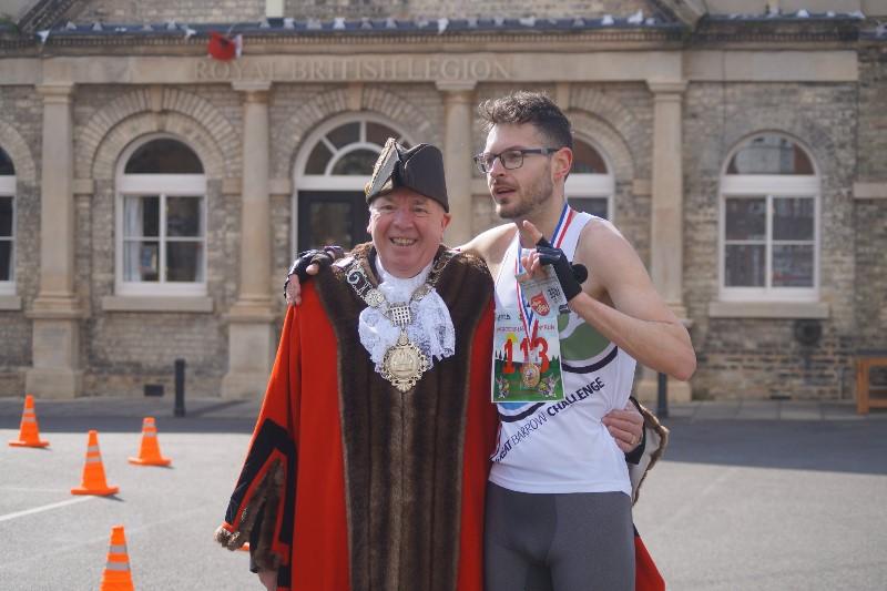 Bunny-Run-winner-David-Loomes-with-Mayor